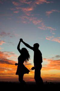 Naplementében táncolva